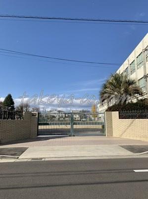 小学校は日吉小学校です。目下です。