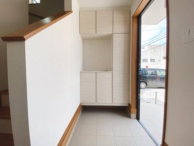 (同仕様写真)2部屋から出入り可能な南側バルコニーは日当たりも良く、洗濯物が一気に干せてすぐに乾きそうですね。