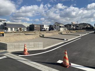 ■完成宅地渡しです!上下水道引込済 ■42坪超えで並列3台駐車可能な間口を確保