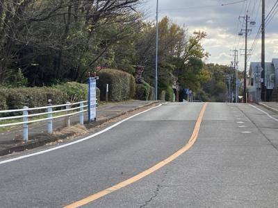 交通量少なめで見通しの良い前面道路に面しています