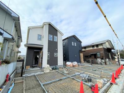 静かな住宅地に新築戸建2棟誕生です。新生活応援に選べる10種類よりプレゼント企画対象物件です!是非お早めにお問い合わせください!