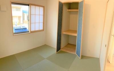 LDKと続き間の和室4.5帖。収納スペースもあるので座布団などもしっかり収納可能です。