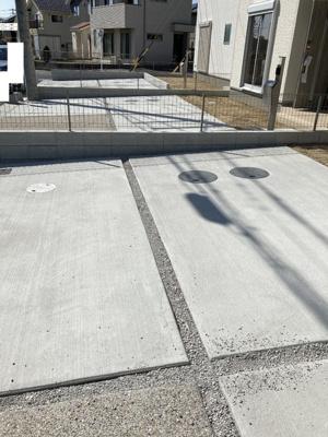 2台駐車可能。見通しがよく出入りしやすい
