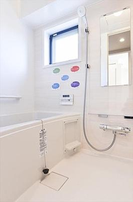 雨の日もお洗濯物が乾かせる浴室換気乾燥機付きバスルームです。