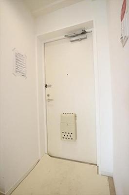 シューズボックスがありスッキリと片付く玄関です。