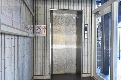 エレベーターもありますので上階へもらくらく上がれます。