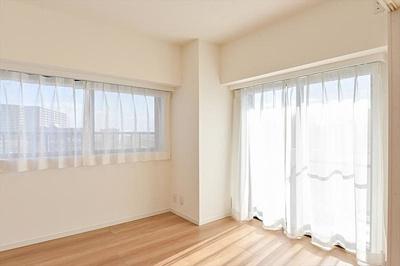 通風も期待できる2面採光のお部屋もあります。