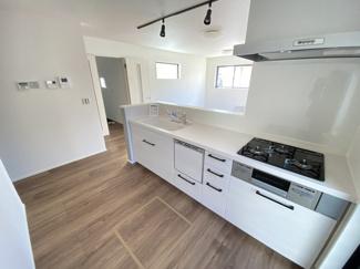 室内(2021年1月)撮影 広いキッチンは家族も自然に集まり、楽しい家事時間に♪