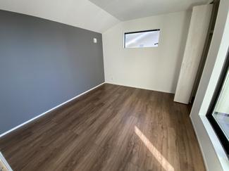 室内(2021年1月)撮影 2階洋室7帖にはアクセントクロス採用♪