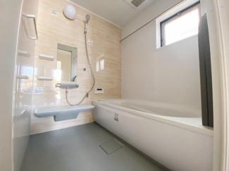 【同仕様写真】1坪の広々バスルーム♪浴室乾燥付で雨の日でも楽々お洗濯♪ ゆったりと一日の疲れを癒す快適空間に♪