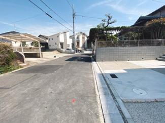 閑静な住宅街です 接道は公道北東側6mです