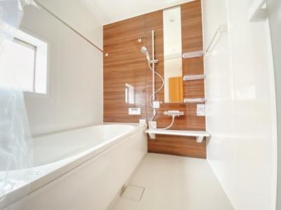 【同仕様写真】1坪の広々バスルーム♪浴室乾燥付で雨の日でも楽々お洗濯♪ゆったりと一日の疲れを癒す快適空間に♪