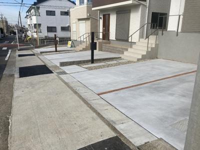 並列2台駐車が可能。出入りしやすいです