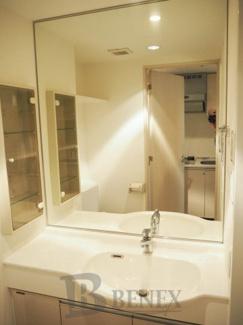 グランハイツ新宿の洗面所です