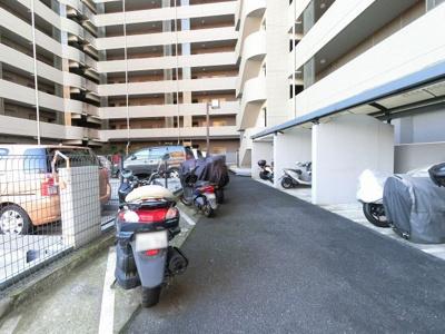 バイク置場スペースです。 空き状況は担当者までご確認下さい。