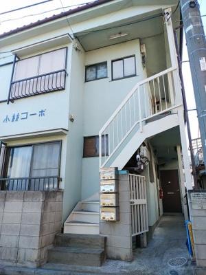 木造2階建、計4世帯。