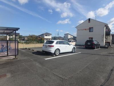 羽島 サンベルテ亀山B棟 2DK 駐車場