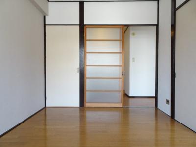 コンフォート竜泉 洋室6帖(窓側から) ※写真は同タイプのお部屋です
