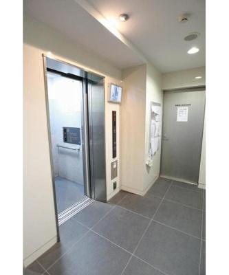 エレベーターで上階への移動もスムーズです