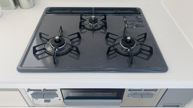 【同仕様施工例】システムキッチンですっきりです。お手入れもラクラクです。