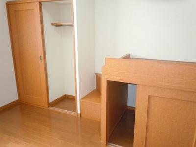 大型収納付で整理もラクラク、居室スペースもゆったり使える!