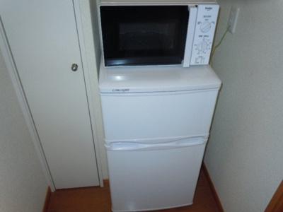 なんと、冷蔵庫・電子レンジ付き!