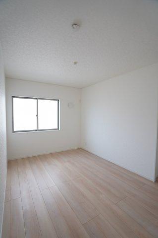 6帖 各居室シンプルな洋室で使いやすいです。家具のレイアウトも楽しみです。