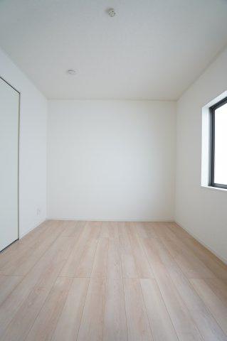 6帖 シンプルな洋室です。クローゼットも完備です。