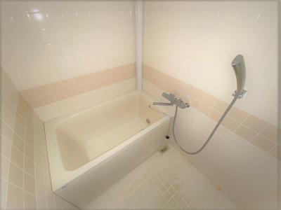 お風呂で日々の疲れを落としましょう。便利な追炊き機能付きです♪
