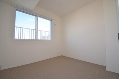 4.3帖の洋室です。こちらも明るく過ごしやすい空間です。