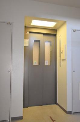 エレベーターで10階へ