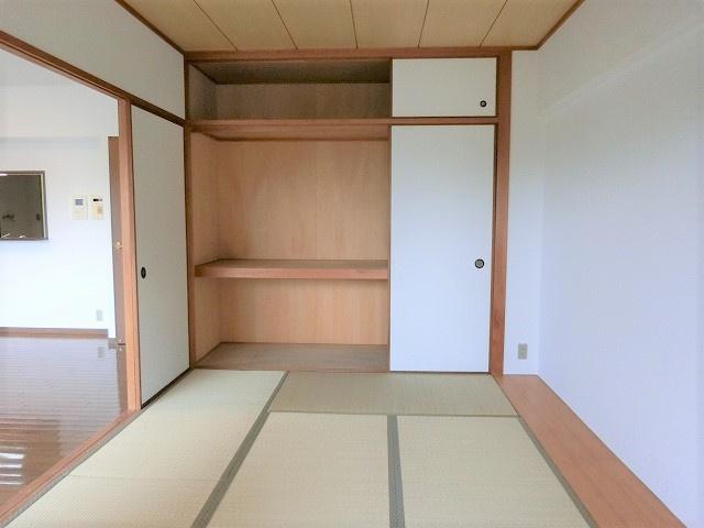 【現地写真】客間やお子様のお昼寝にも利用できる和室もございます♪