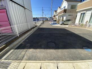 前面道路は4mの公道と4mの私道です。