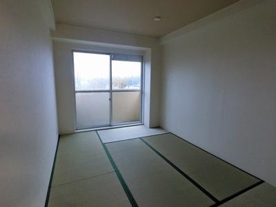 6.0帖の和室です。バルコニーに面しており風通し◎