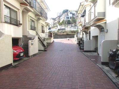 【前面道路含む現地写真】神戸市垂水区塩屋町 中古テラスハウス