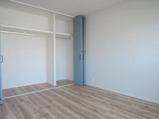 6帖の洋室です。北東側に面しております。陽当たりも良好です。