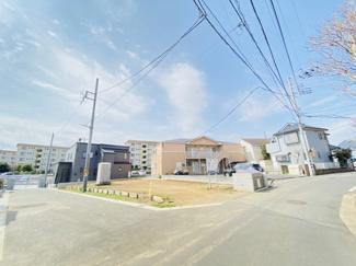 船橋市芝山 土地 飯山満駅 角地で前面道路も広いため、安心して駐車が可能です!