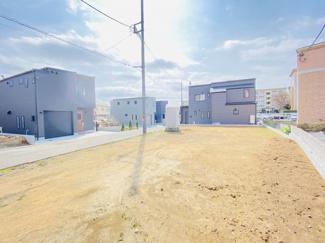 船橋市芝山 土地 飯山満駅 西側も駐車場のため、終日陽当たり良好!
