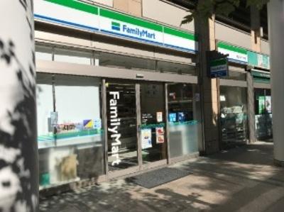 ファミリーマート港区白金プラザ店(コンビニ)まで110m