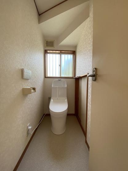 1階トイレです。リフォーム済みです。