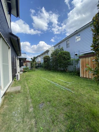 南に面したお庭です。家庭菜園や趣味の場所として利用も。