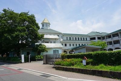 加茂名南小学校まで1100m