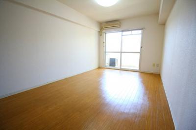 解放感たっぷりで陽当たりもとても良いそんな贅沢なお部屋です。