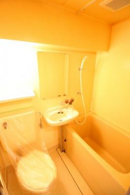 ちょうどいいサイズのお風呂です。お掃除も楽にできますよ。