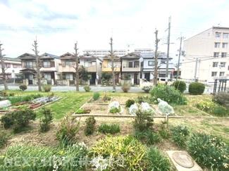バルコニーからの眺望です♪無償の専用花壇が一望できます!!
