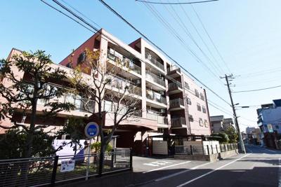JR常磐線や東京メトロ千代田線の複数路線を利用可能です。