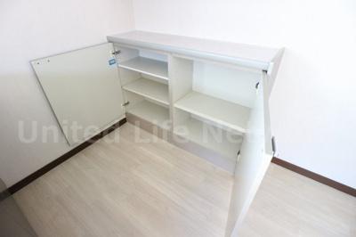 備え付け食器棚