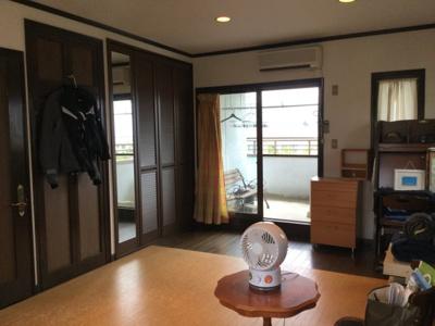 2階南西側洋室。