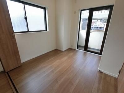 5.0帖の洋室は2面採光で日当たり・風通し◎ 子供部屋やワークスペースとしても活用できます。