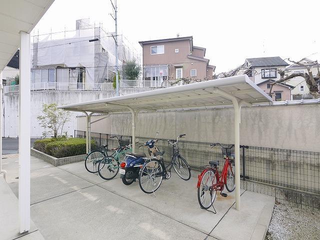 広さと屋根が有る駐輪場